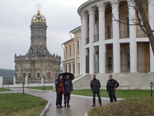 Усадьба князей Голицыных и Храм Знамения Пресвятой Богородицы в Дубровицах (1697)