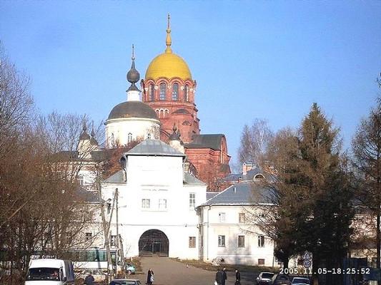 Южные ворота Хотькова монастыря