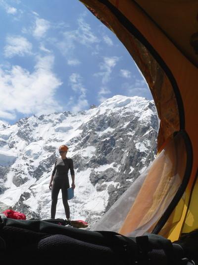 Вид на массив Дыхтау из палатки.