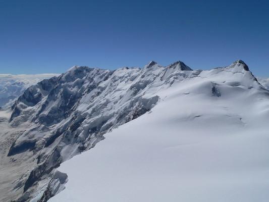 Вид с Гестолы на Безенгийскую стену. На переднем плане - Катынское плато.