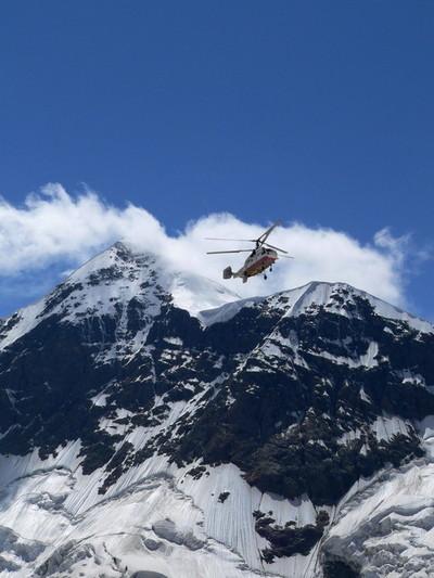 Спасатели летят снимать тело с Салынана
