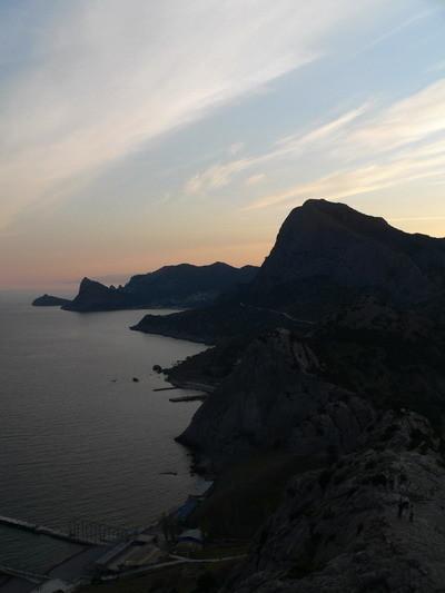 Закат над побережьем